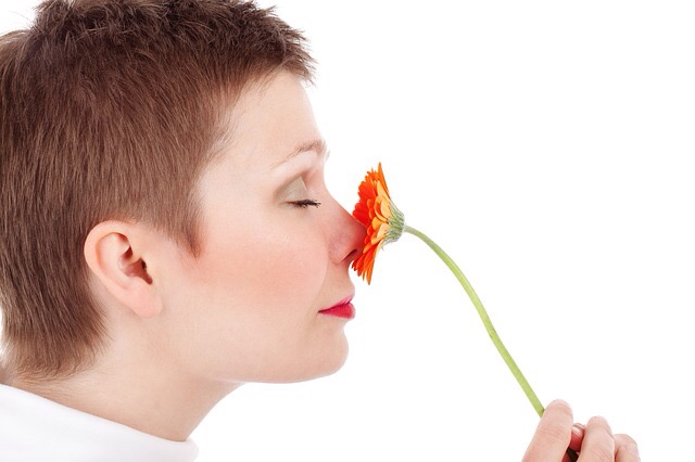 The use of smell in writing can enhance setting and develop characters.